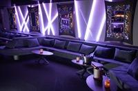 Große Lounge mit neuer Bar